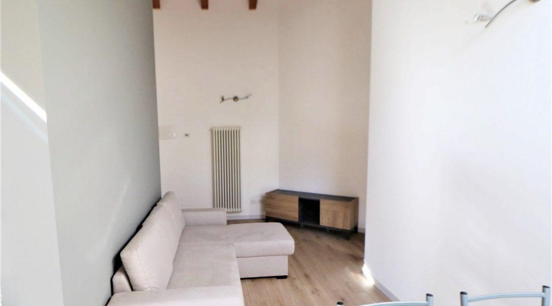 mansarda-ristrutturata-e-arredata-in-vendita-a-gardolo-trento-ingresso2