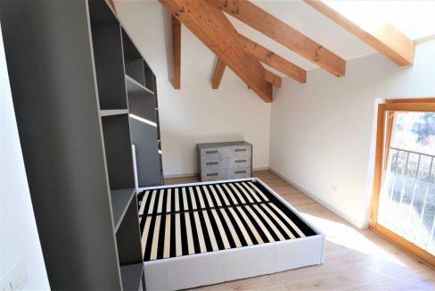 mansarda-ristrutturata-e-arredata-in-vendita-a-gardolo-trento-letto