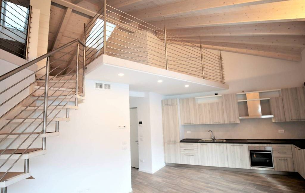 immobiliarecapital-affitto-mansardasopramonte1