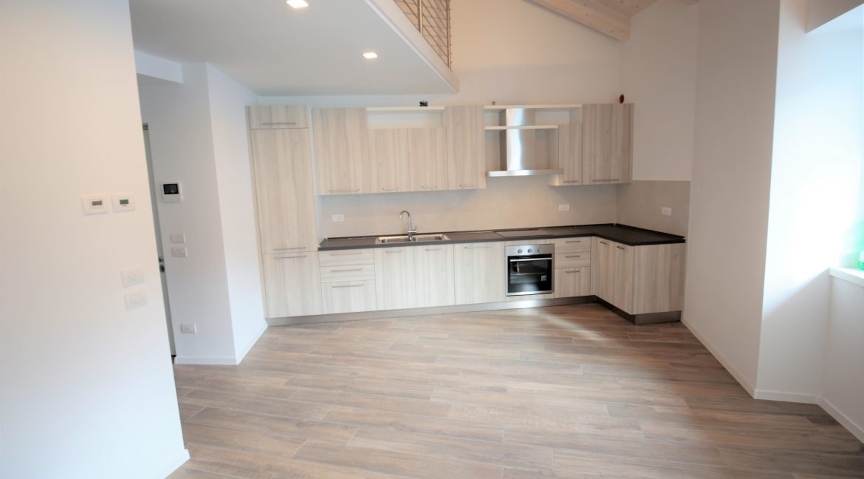 immobiliarecapital-affitto-mansardasopramonte4
